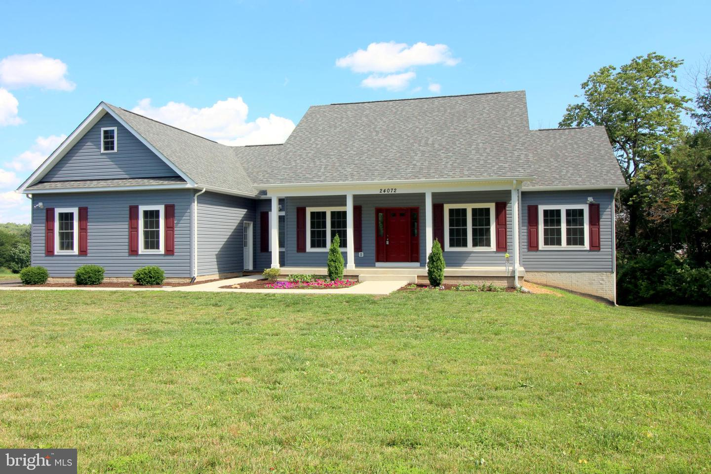 Single Family for Sale at 24072 Old Carolina Rd Aldie, Virginia 20105 United States