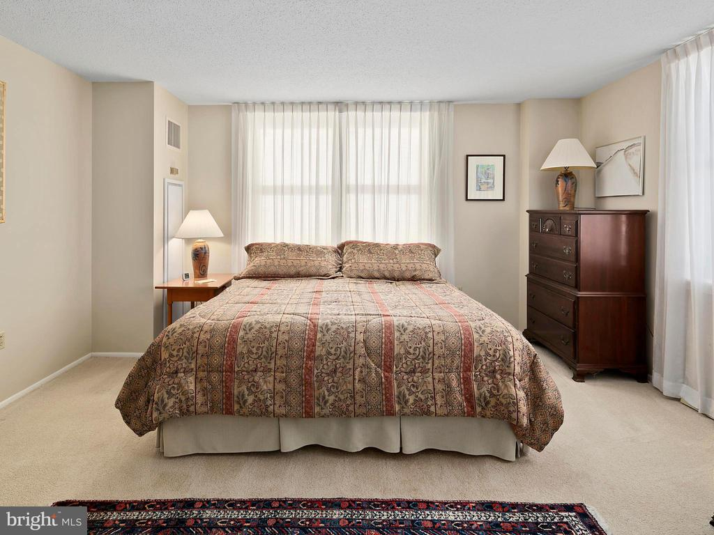 - 900 N TAYLOR ST #1717, ARLINGTON