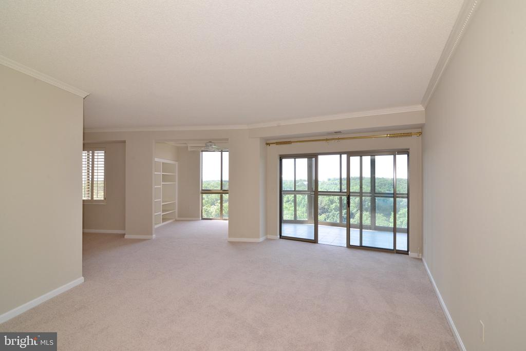 Living room looking toward den and dining room - 19375 CYPRESS RIDGE TER #803, LEESBURG
