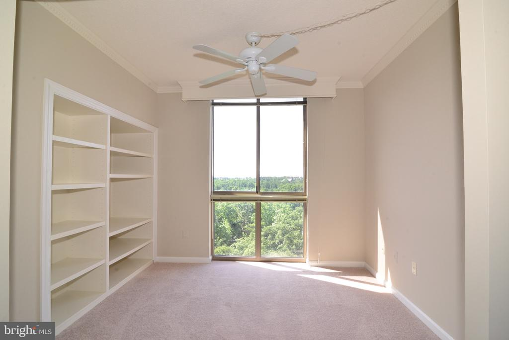 Den with builtin shelving. Perfect home office. - 19375 CYPRESS RIDGE TER #803, LEESBURG