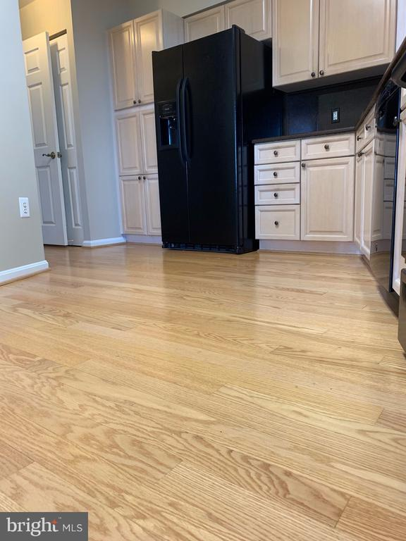 Beautiful wood floors in kitchen - 19375 CYPRESS RIDGE TER #803, LEESBURG