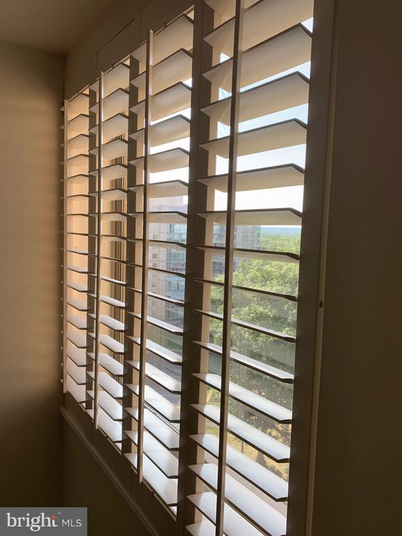 Custom wood blinds in dining room ! - 19375 CYPRESS RIDGE TER #803, LEESBURG