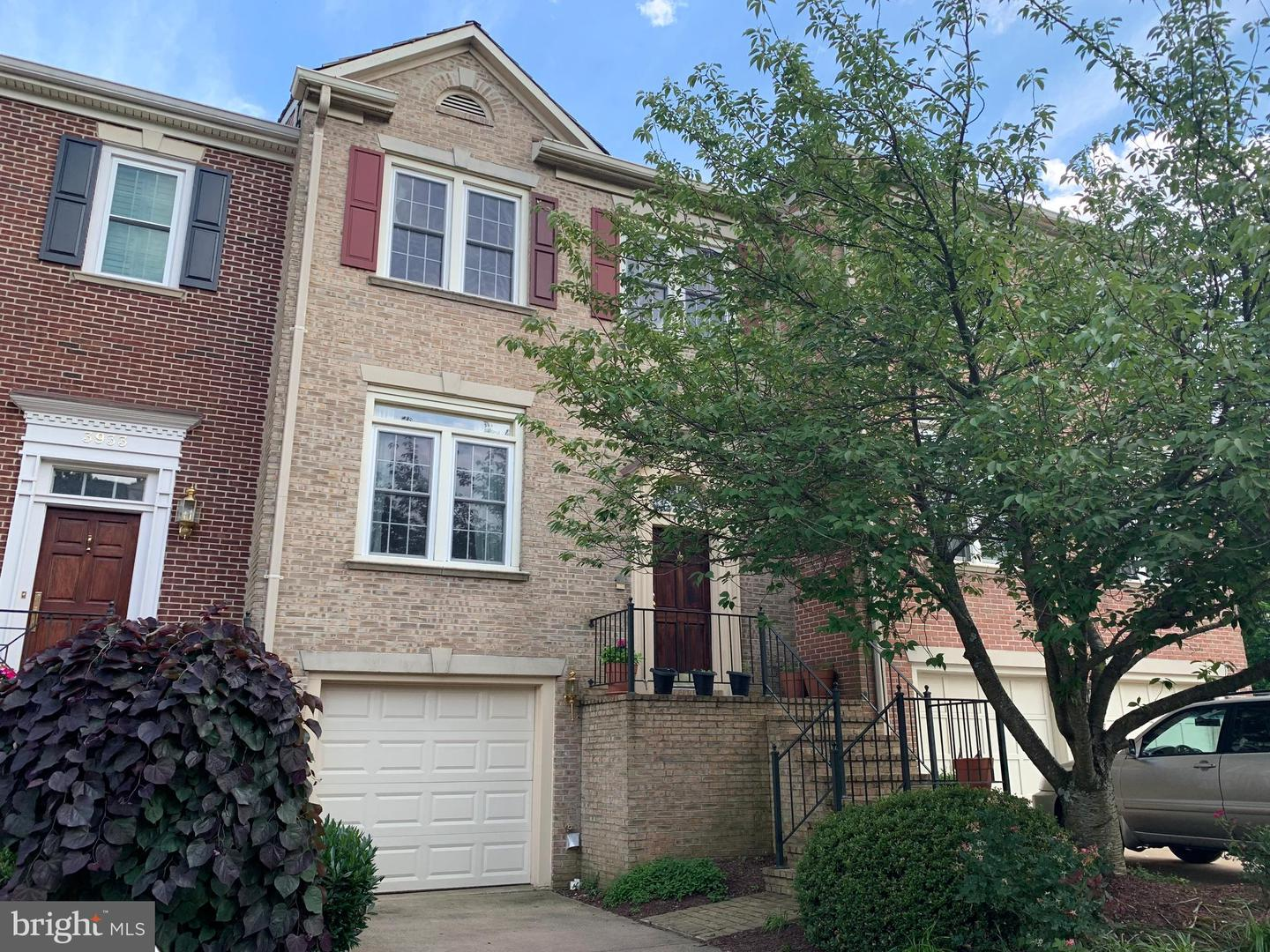 Single Family for Sale at 3935 Barcroft Mews Ct Falls Church, Virginia 22041 United States