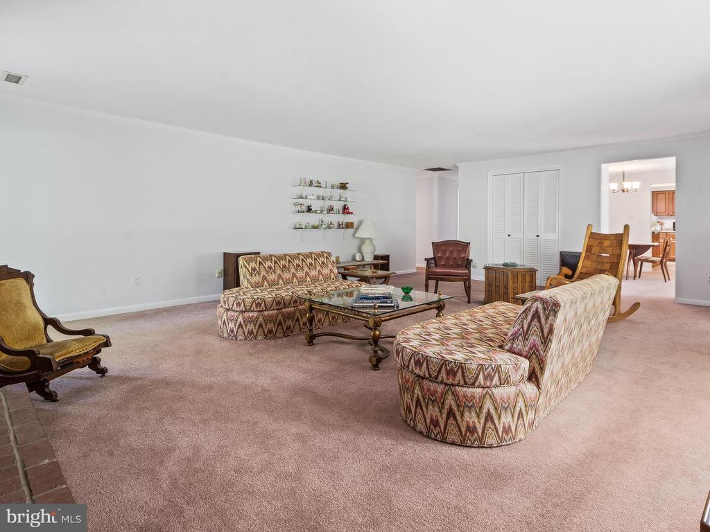 Living Room toward Hallway - 4315 ALDIE RD, CATHARPIN