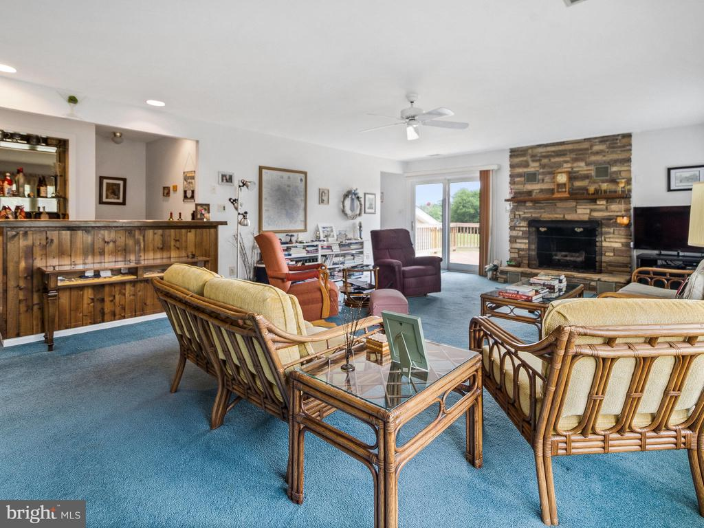 Family Room toward Deck Access - 4315 ALDIE RD, CATHARPIN