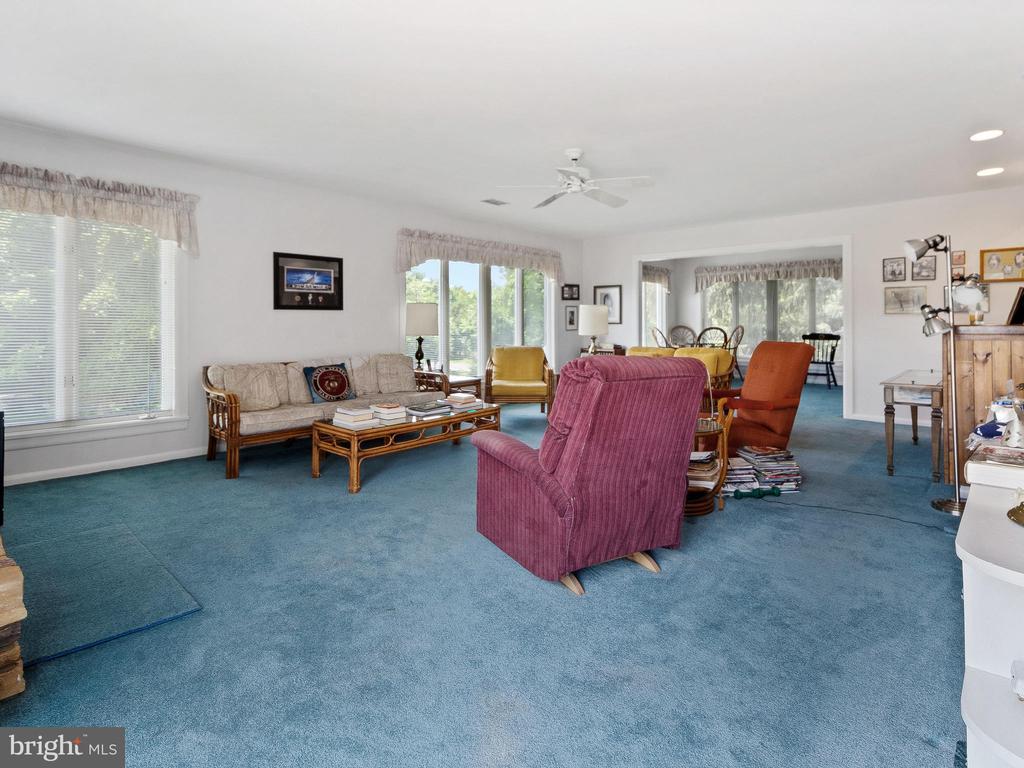 Huge Family Room - 4315 ALDIE RD, CATHARPIN
