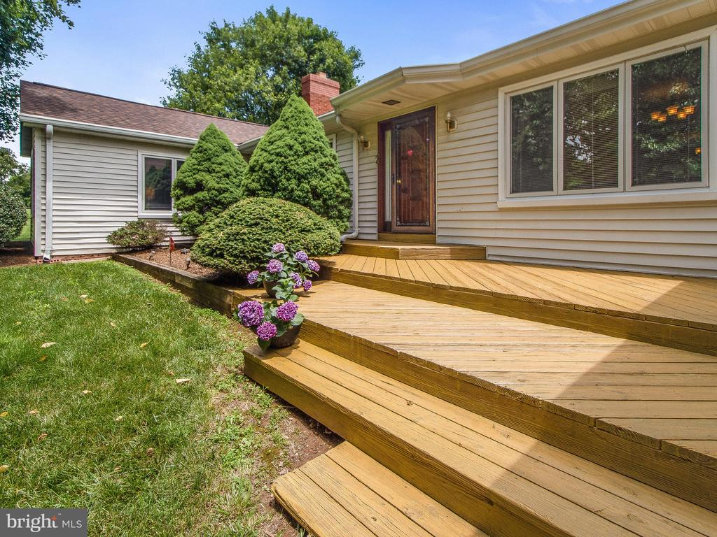 Front Entry Deck - 4315 ALDIE RD, CATHARPIN