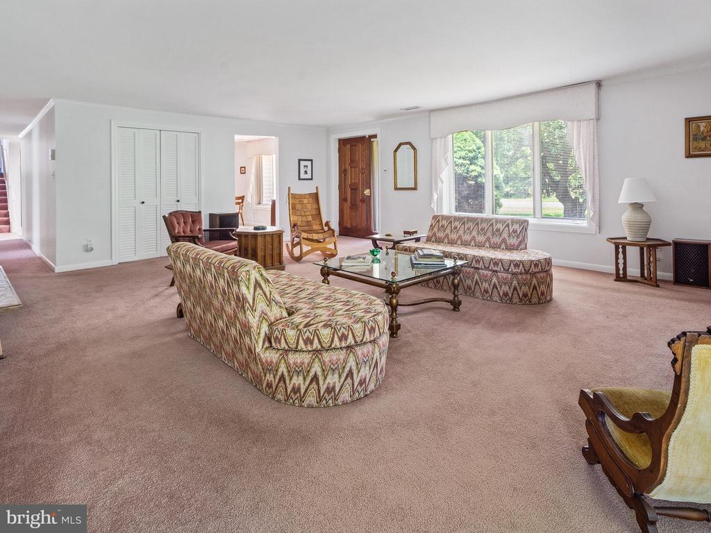 Living Room toward Front Entry Door - 4315 ALDIE RD, CATHARPIN