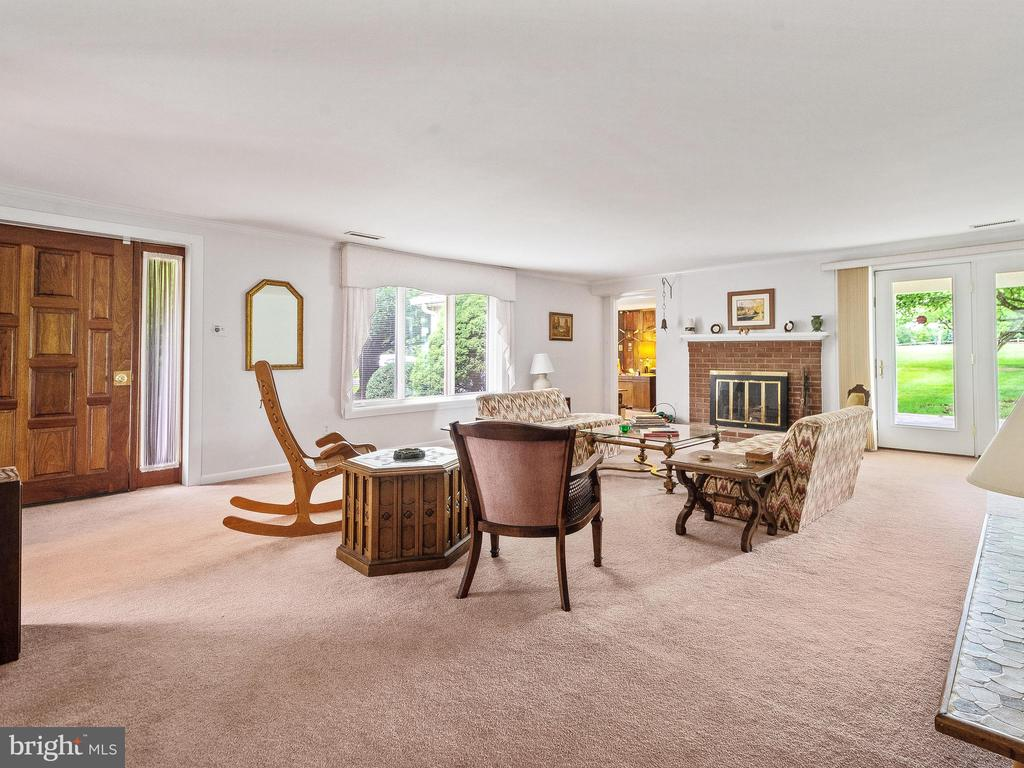 Living Room toward Office & Fireplace - 4315 ALDIE RD, CATHARPIN