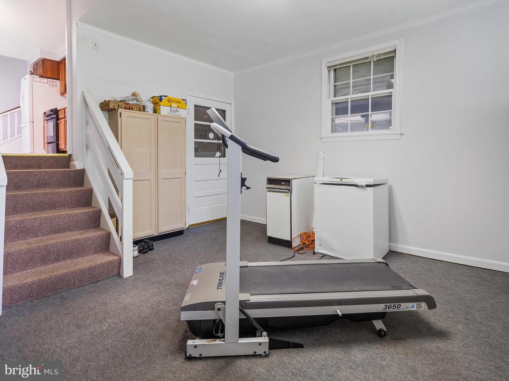 Laundry/Mud Room toward Garage - 4315 ALDIE RD, CATHARPIN