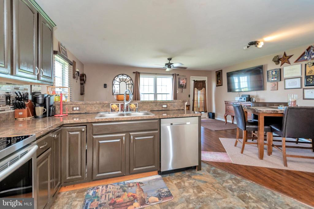 Kitchen access to Dining is convenient - 35117 SABA PL, LOCUST GROVE