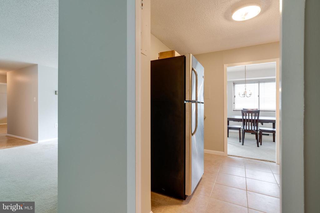 View from foyer into kitchen - 2500 N VAN DORN ST #422, ALEXANDRIA