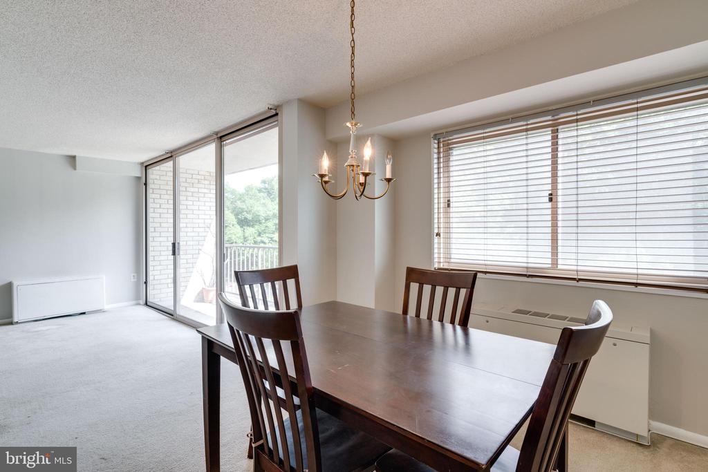 Dining area with large windows - 2500 N VAN DORN ST #422, ALEXANDRIA