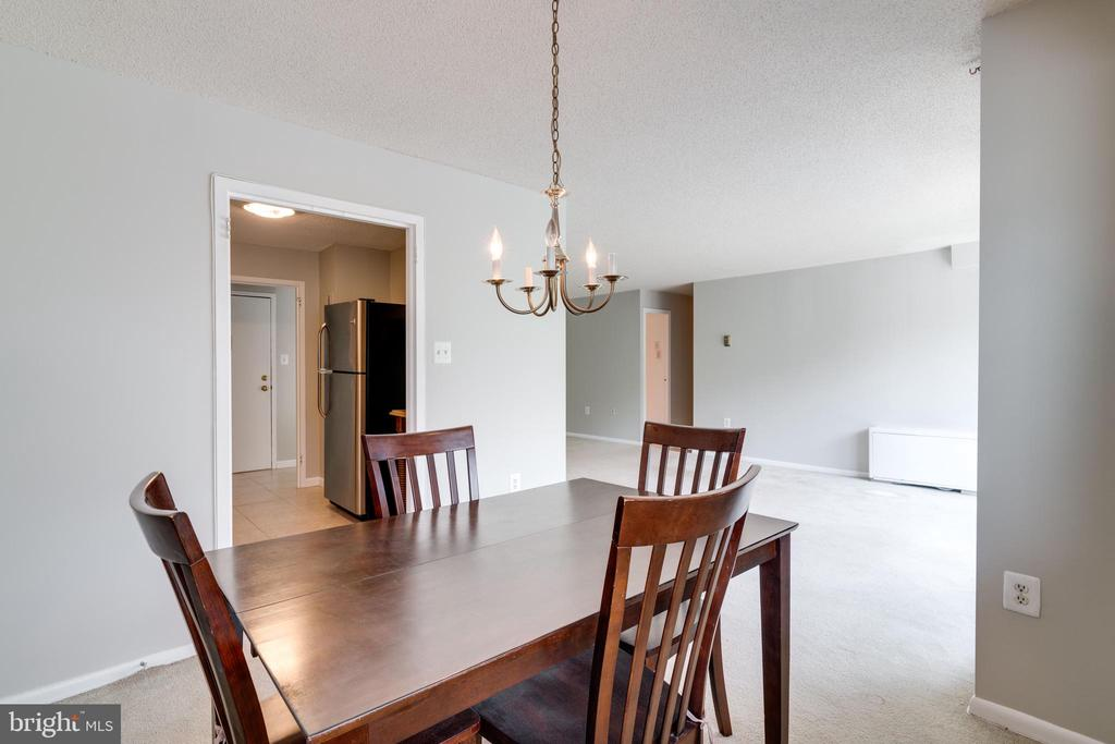 Dining area with access to living room - 2500 N VAN DORN ST #422, ALEXANDRIA