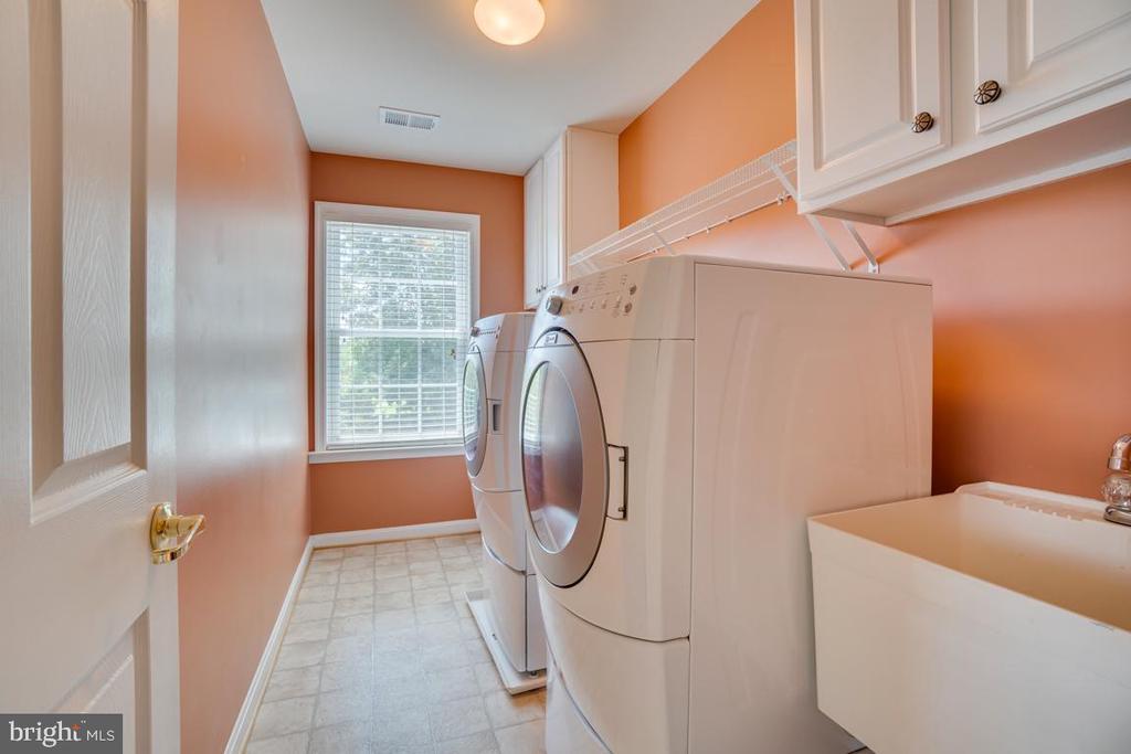 Bedroom level laundry! W/D convey! - 38 JANNEY LN, FREDERICKSBURG