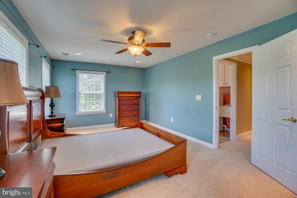 Bedroom #4, private end of hall room! - 38 JANNEY LN, FREDERICKSBURG