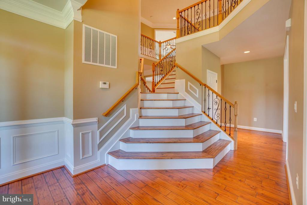 Double staircase fit for a king and queen! - 38 JANNEY LN, FREDERICKSBURG