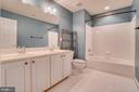Bedroom level hall bath w/ dual sinks! - 38 JANNEY LN, FREDERICKSBURG