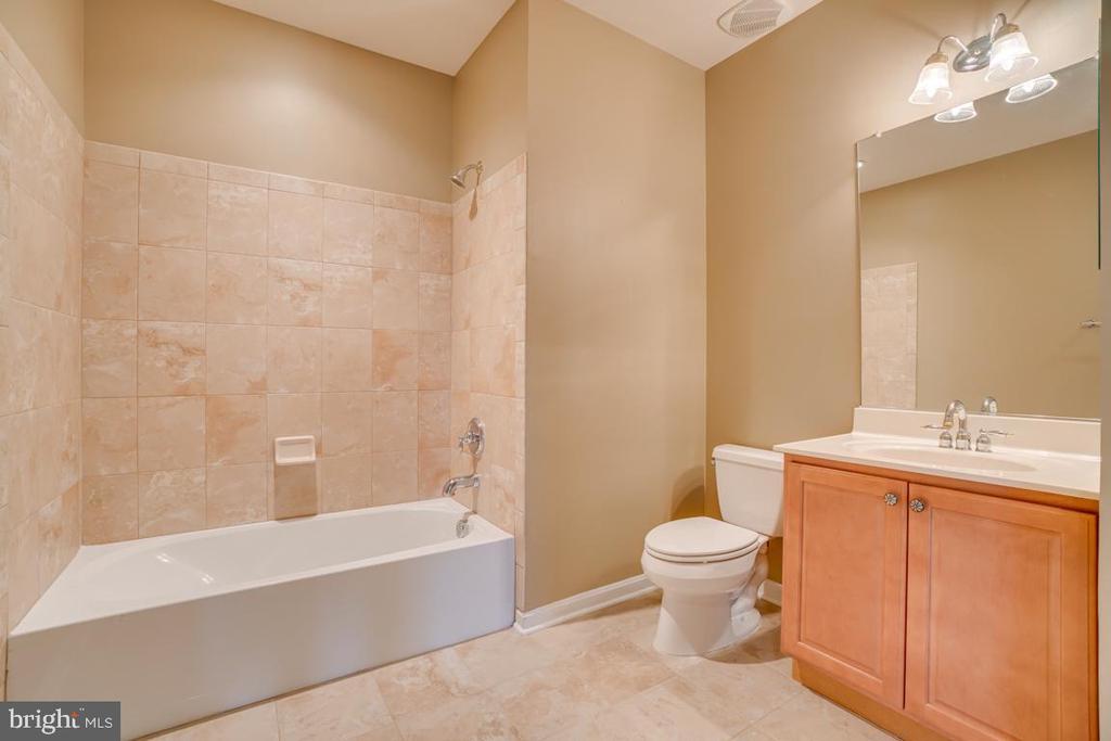 Full basement bath! - 38 JANNEY LN, FREDERICKSBURG
