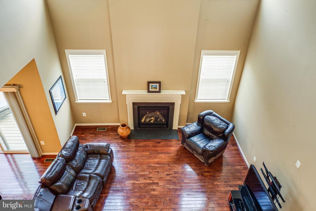 overlook 2 story family room - 1024 W KENSINGTON CIR, FREDERICKSBURG