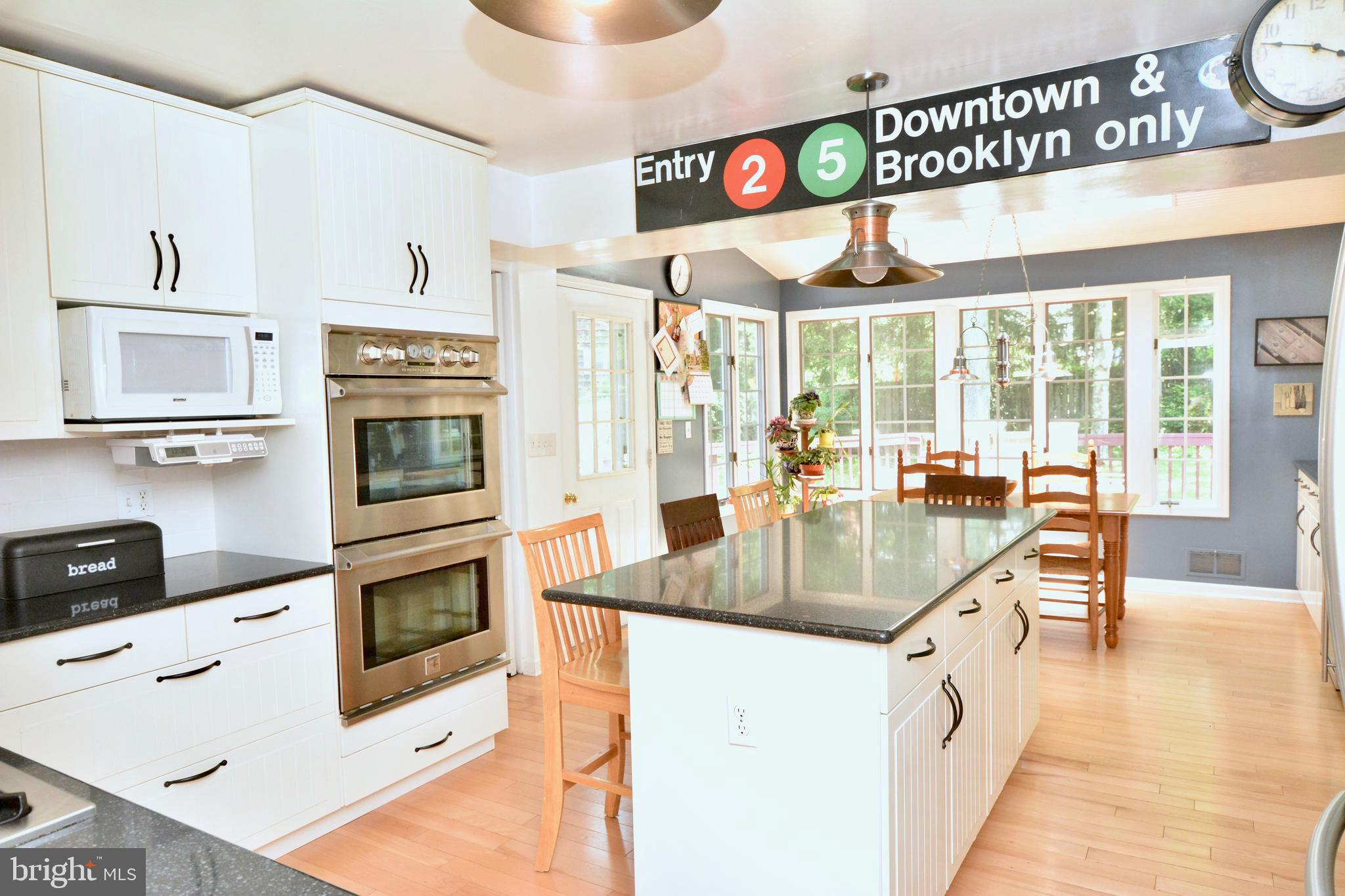 Center island kitchen with breakfast room