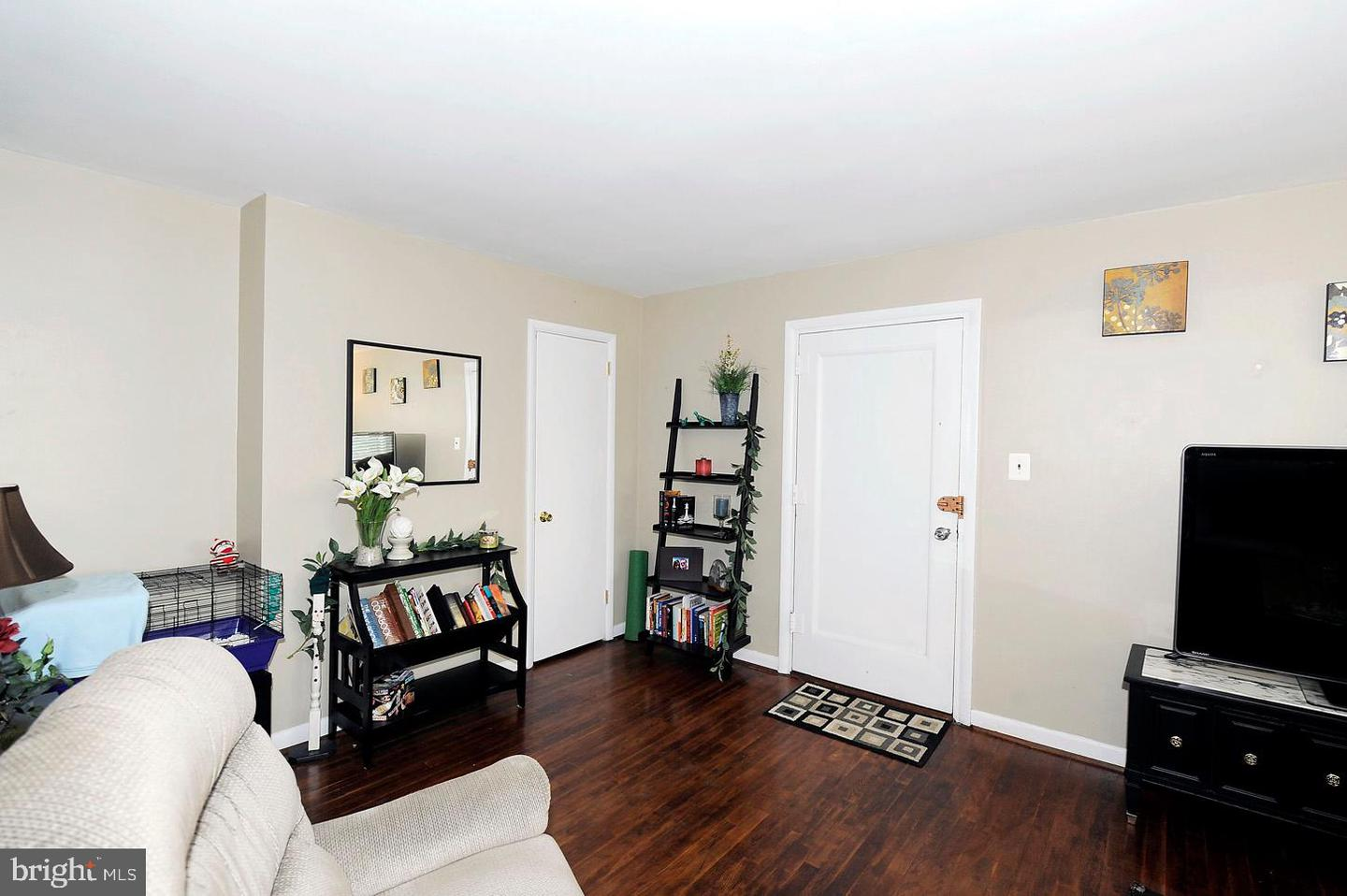 other residential homes for Rent at 2061 N Woodstock St #201 Arlington, Virginia 22207 United States