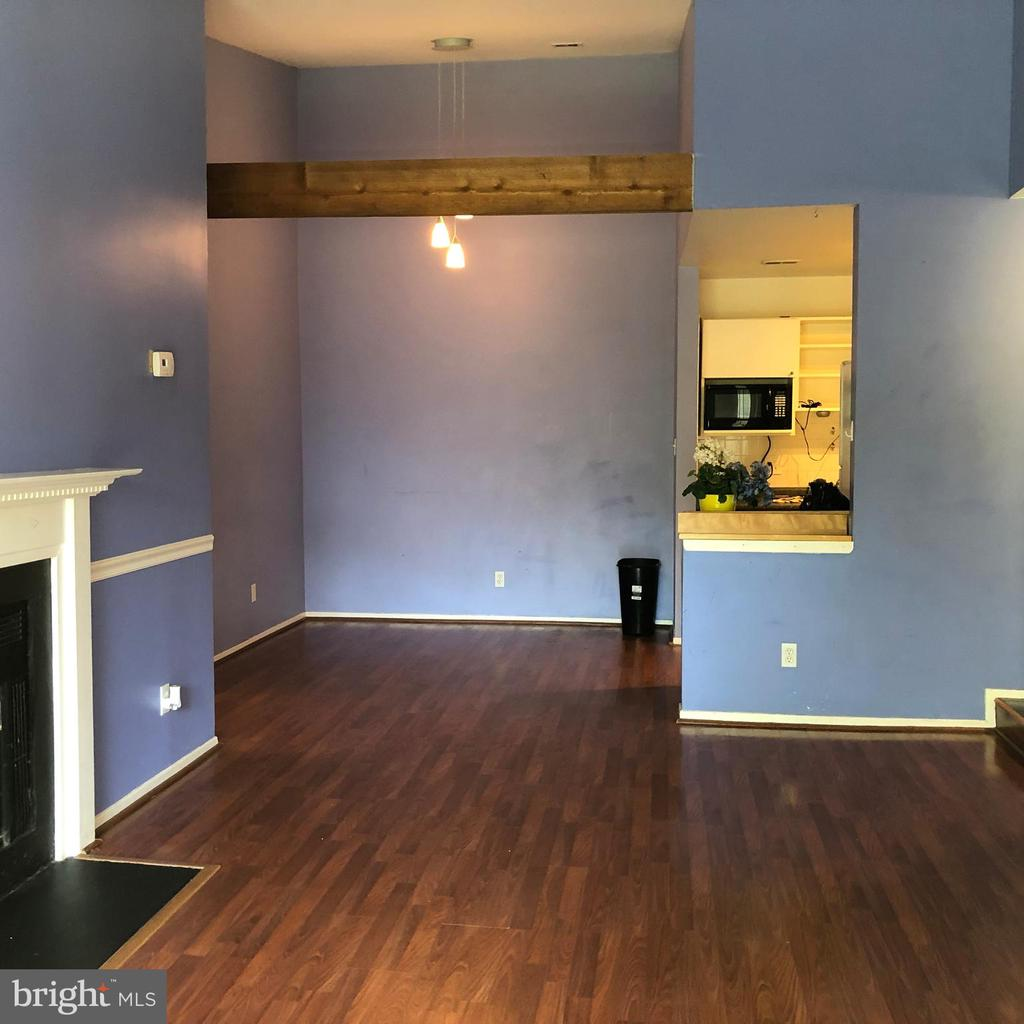 Family Room - 18000 CHALET DR #200, GERMANTOWN