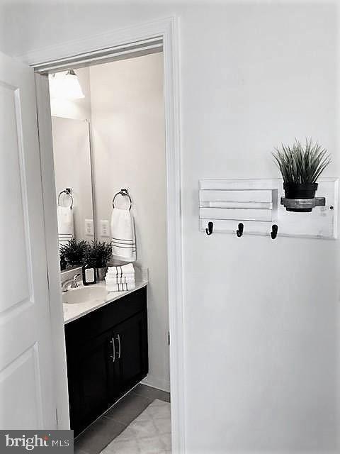 Main Level Powder  Room w/Sink Vanity - 43047 STUARTS GLEN TER #105, ASHBURN