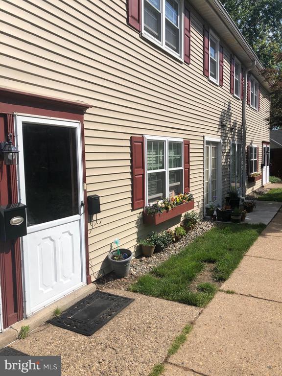 112  YARDLEY COMMONS, Yardley, Pennsylvania
