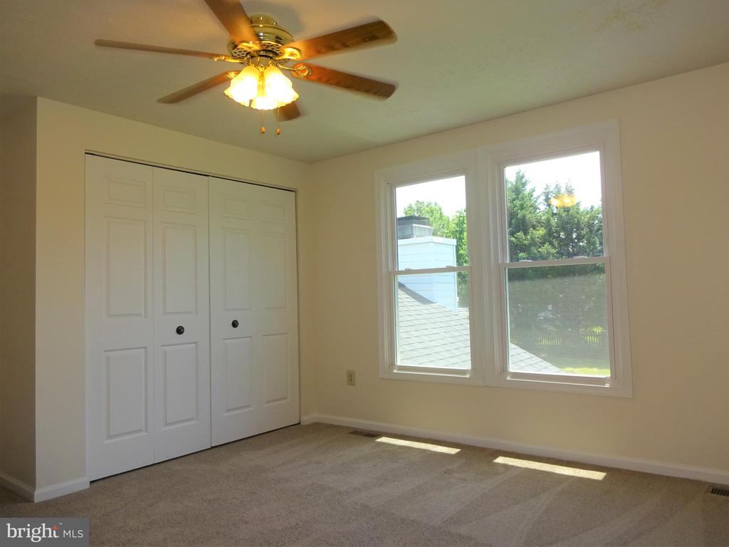 Sun Filled and Large  BR 4 - 8232 EMORY GROVE RD, GAITHERSBURG