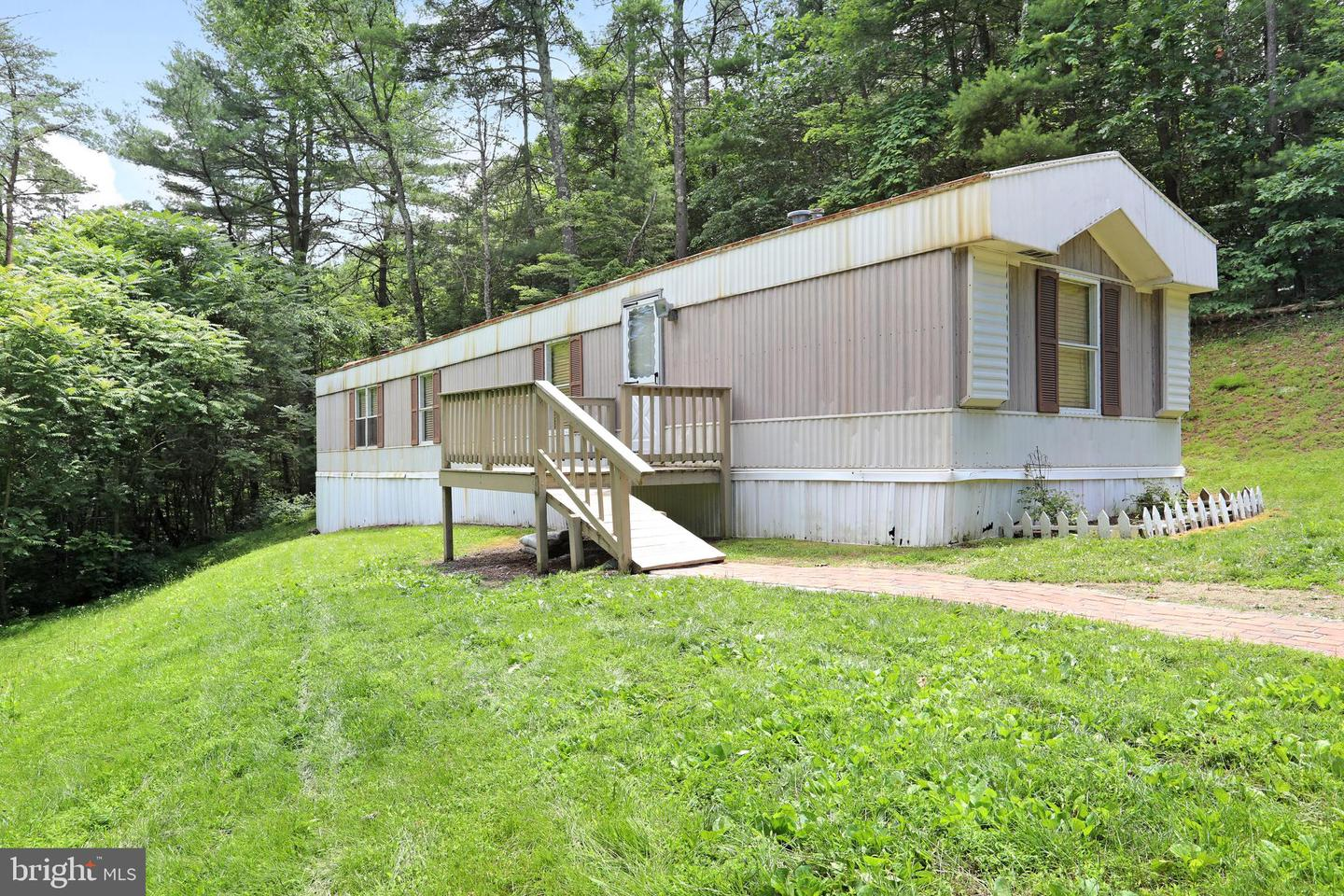 Single Family for Sale at 37 Tom Cobert Ln Berkeley Springs, West Virginia 25411 United States