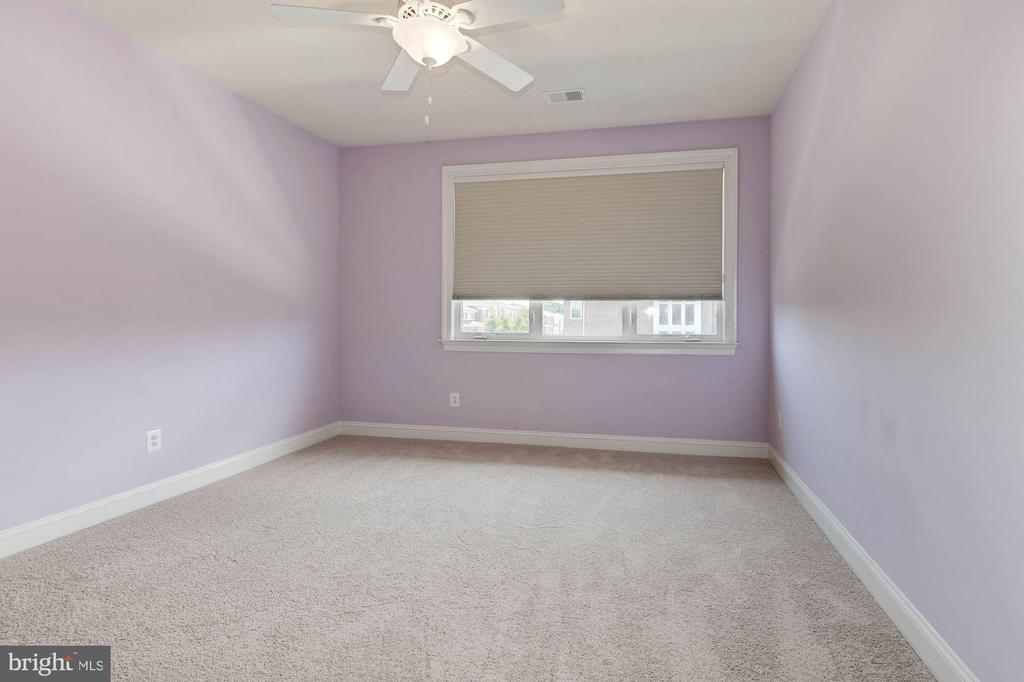 Bedroom 3 (upper level) with on-suite - 43586 PURPLE ASTER TER, LEESBURG
