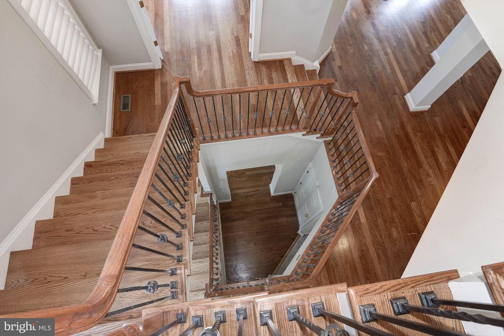 Stairwell from upper level - 43586 PURPLE ASTER TER, LEESBURG
