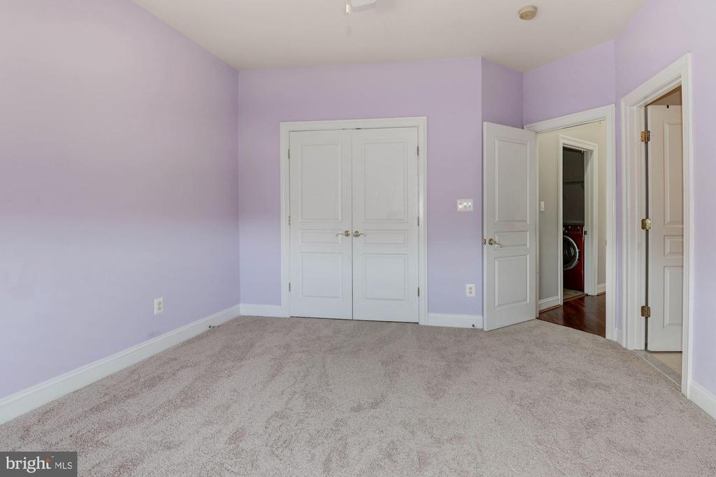 Bedroom 3 (upper level) with brand new carpet - 43586 PURPLE ASTER TER, LEESBURG