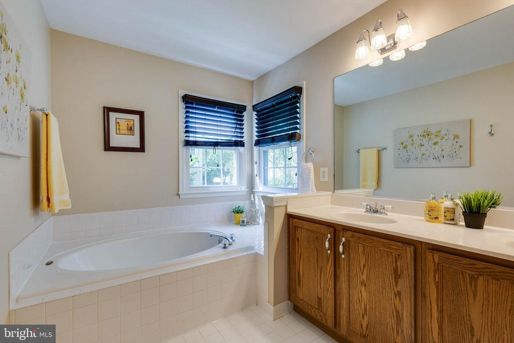 Master Bathroom - 16639 CAXTON PL, DUMFRIES