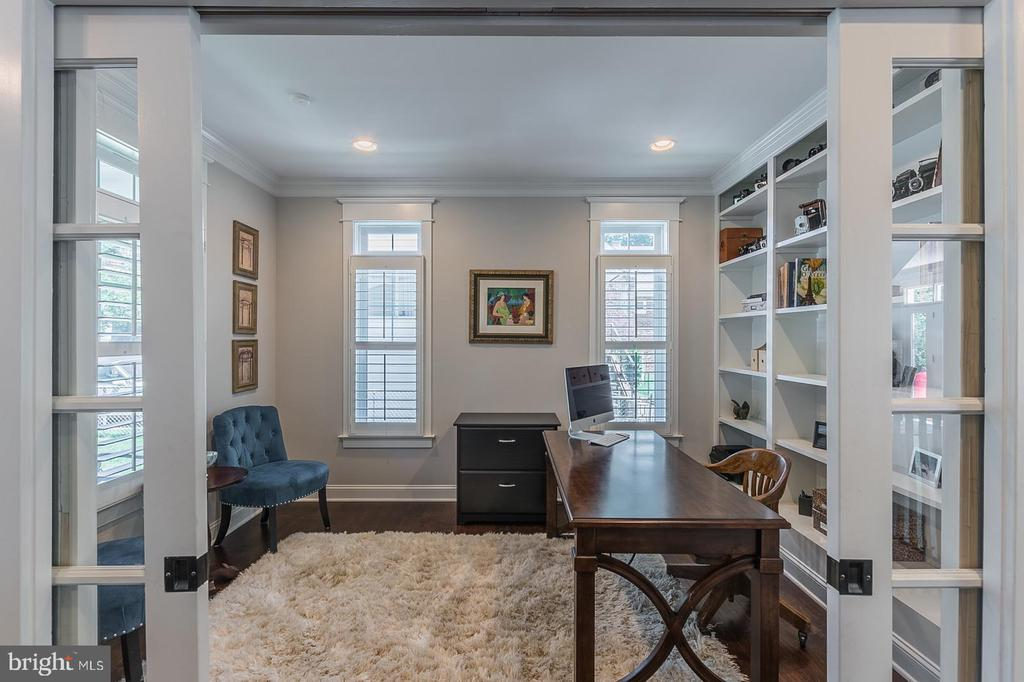 Library/office-pocket doors - 2915 N SYCAMORE ST, ARLINGTON