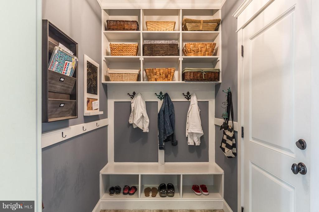 Mudroom - 2915 N SYCAMORE ST, ARLINGTON