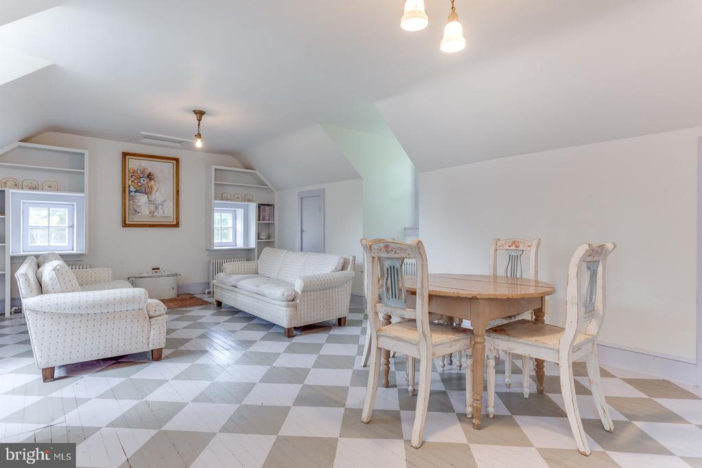 Upper Level Suite - 16001 OLD WATERFORD RD, PAEONIAN SPRINGS