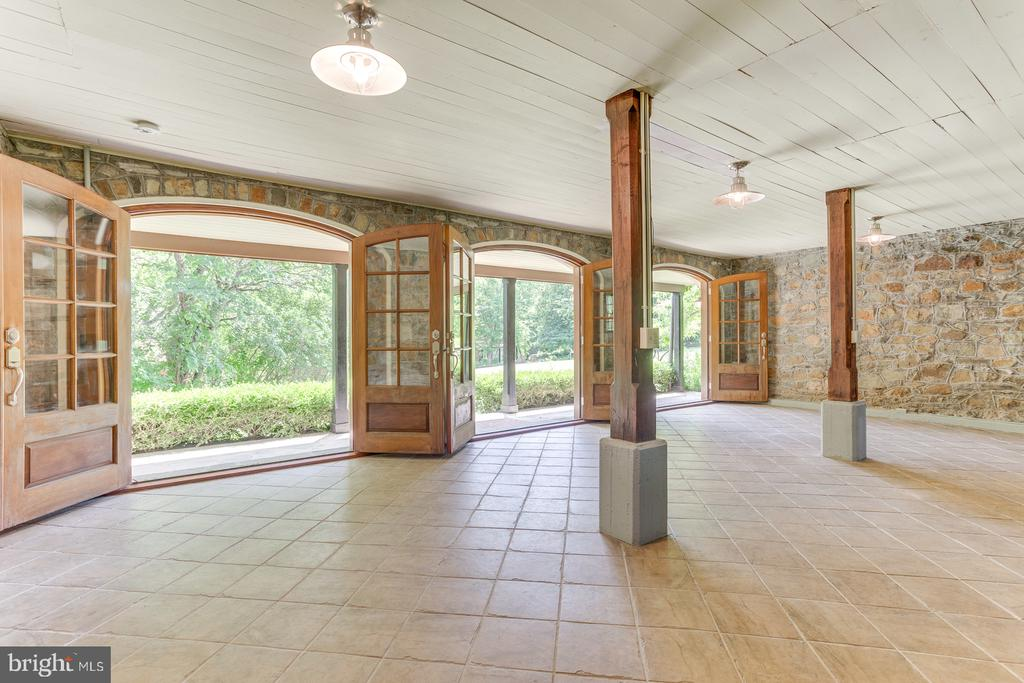 Main Level Carriage House - 16001 OLD WATERFORD RD, PAEONIAN SPRINGS