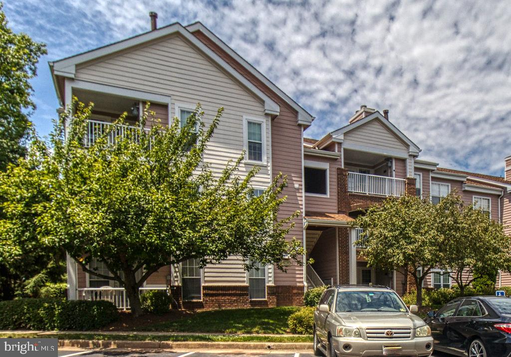 Top Floor Condo With View Of Trees - 21024 TIMBER RIDGE TER #303, ASHBURN