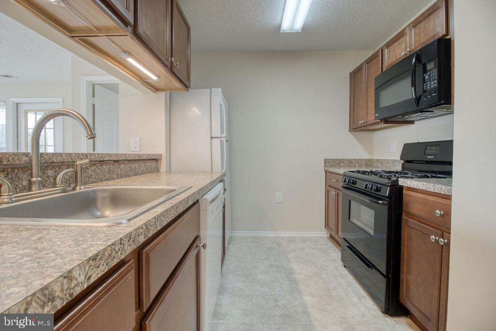 Efficient Kitchen Opens To Living Room - 21024 TIMBER RIDGE TER #303, ASHBURN