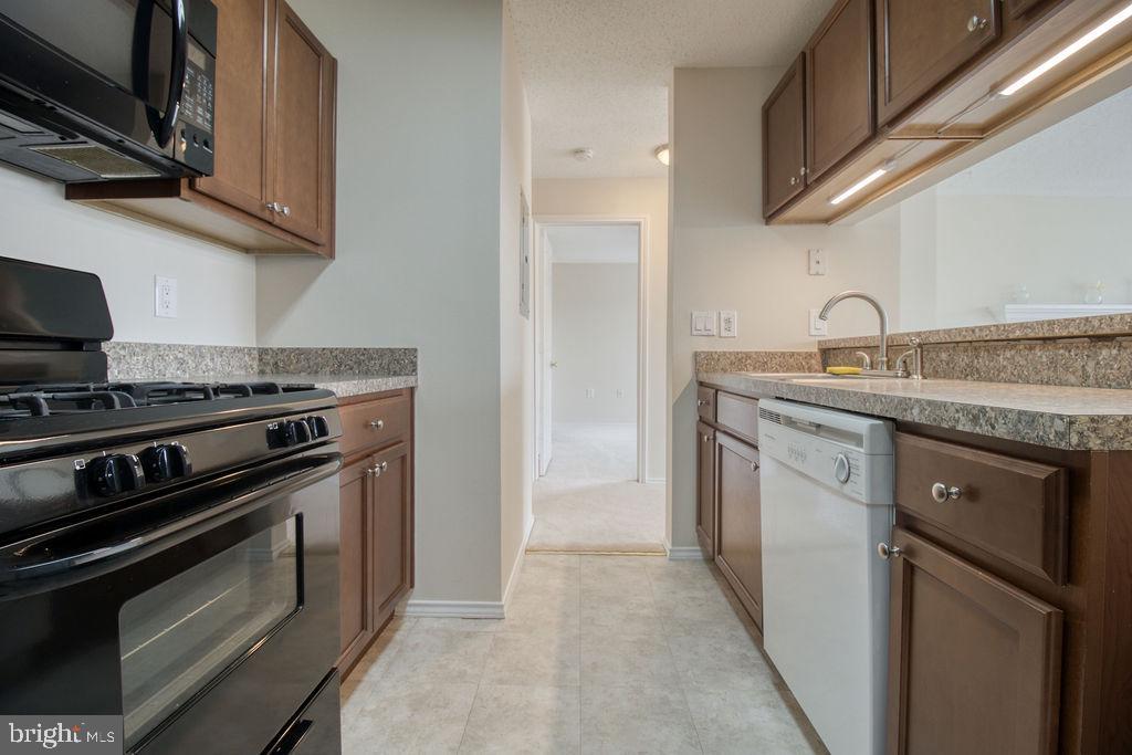 Hallway Off Kitchen - 21024 TIMBER RIDGE TER #303, ASHBURN