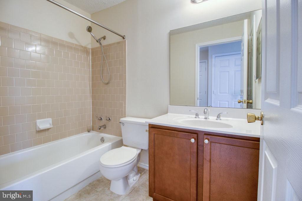 Secondary Full Bathroom - 21024 TIMBER RIDGE TER #303, ASHBURN