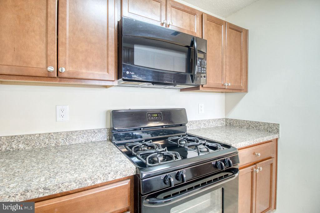 Gas Cooking And Built In Microwave - 21024 TIMBER RIDGE TER #303, ASHBURN