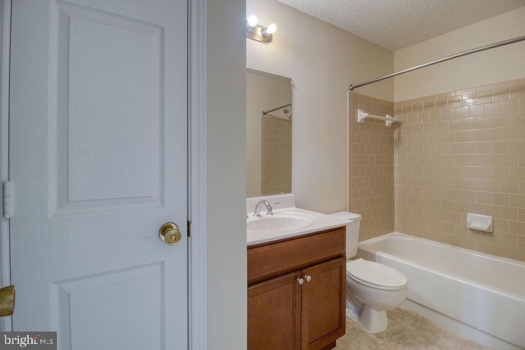 Attached Master Bathroom - 21024 TIMBER RIDGE TER #303, ASHBURN