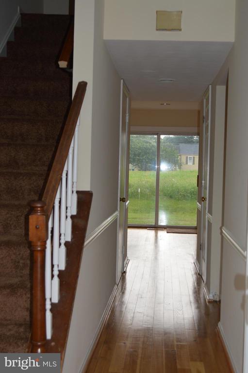 Hallway to back yard - 19911 SPUR HILL DR, GAITHERSBURG