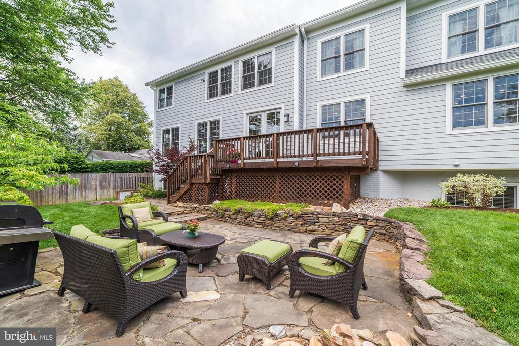 large patio for grilling and casual dining - 6218 30TH ST N, ARLINGTON
