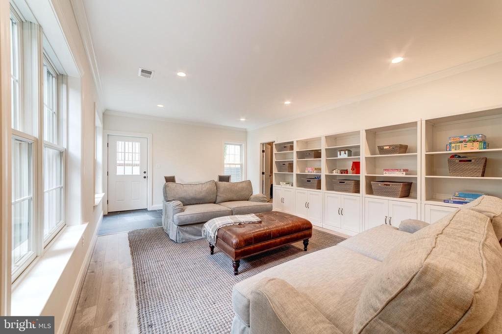 Comfy place for media gaming, and hobbies - 6218 30TH ST N, ARLINGTON