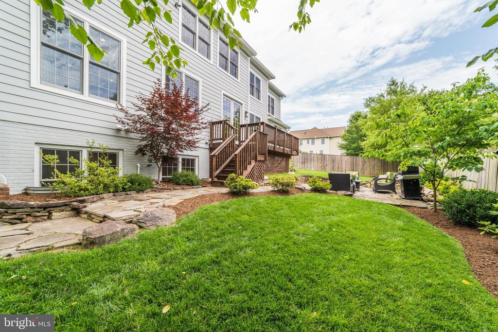 lush lawns surround this well maintained home - 6218 30TH ST N, ARLINGTON