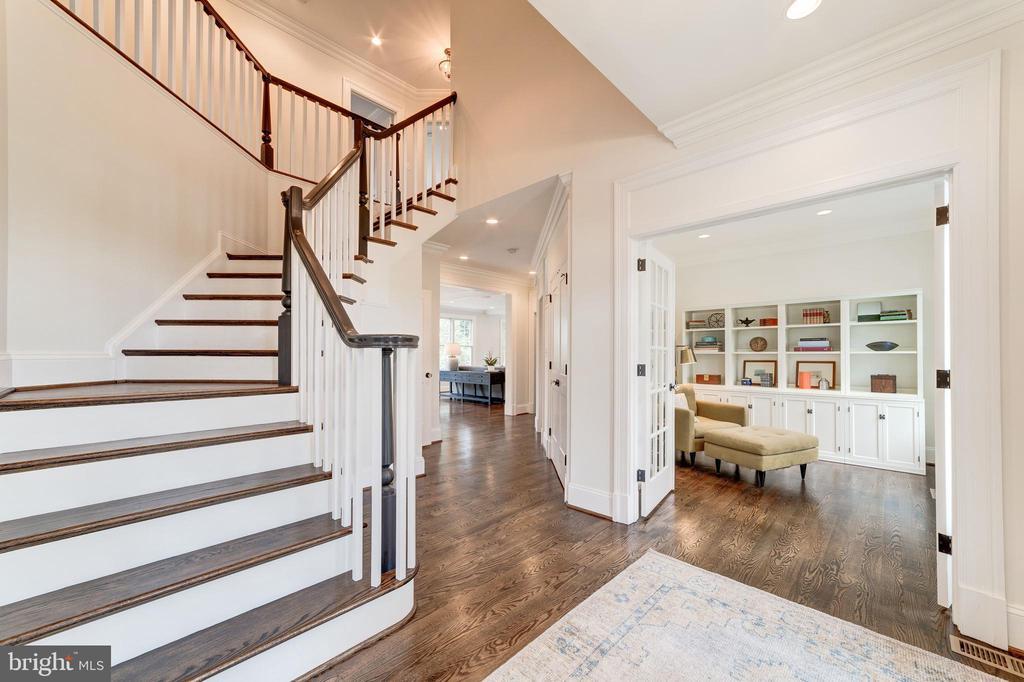 wood floors extend through main and upper levels - 6218 30TH ST N, ARLINGTON